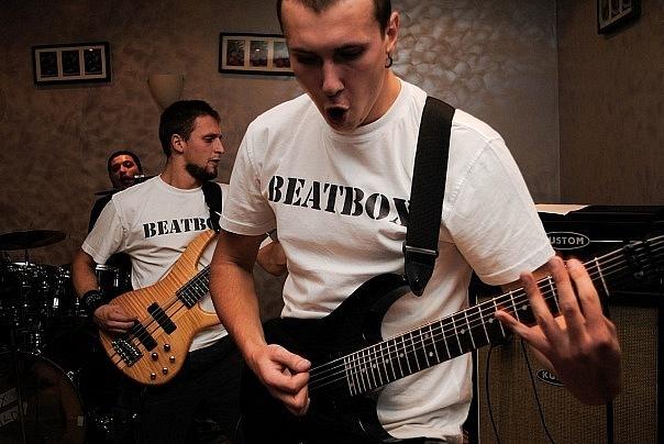 Игра на гитаре и бас-гитаре Преподаватель. обучение. репетитор. уроки игры на бас-гитаре и гитаре